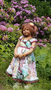 Фотографии Парки Кукла Девочки Платье Кусты Grugapark Essen Природа