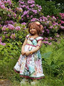 Фотографии Парки Кукла Девочки Платье Кусты Grugapark Essen