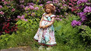 Фотографии Парк Куклы Девочка Платье Кусты Grugapark Essen Природа