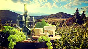 Фото Натюрморт Вино Виноград Сыры Бутылка Бокалы