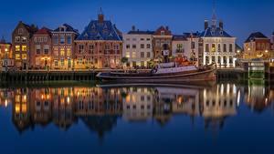 Фотографии Голландия Вечер Здания Катера Отражении Maassluis город