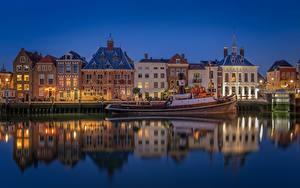 Фотографии Голландия Вечер Здания Катера Отражении Maassluis