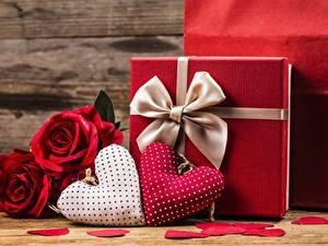 Фотография День всех влюблённых Подарки Серце Бантики