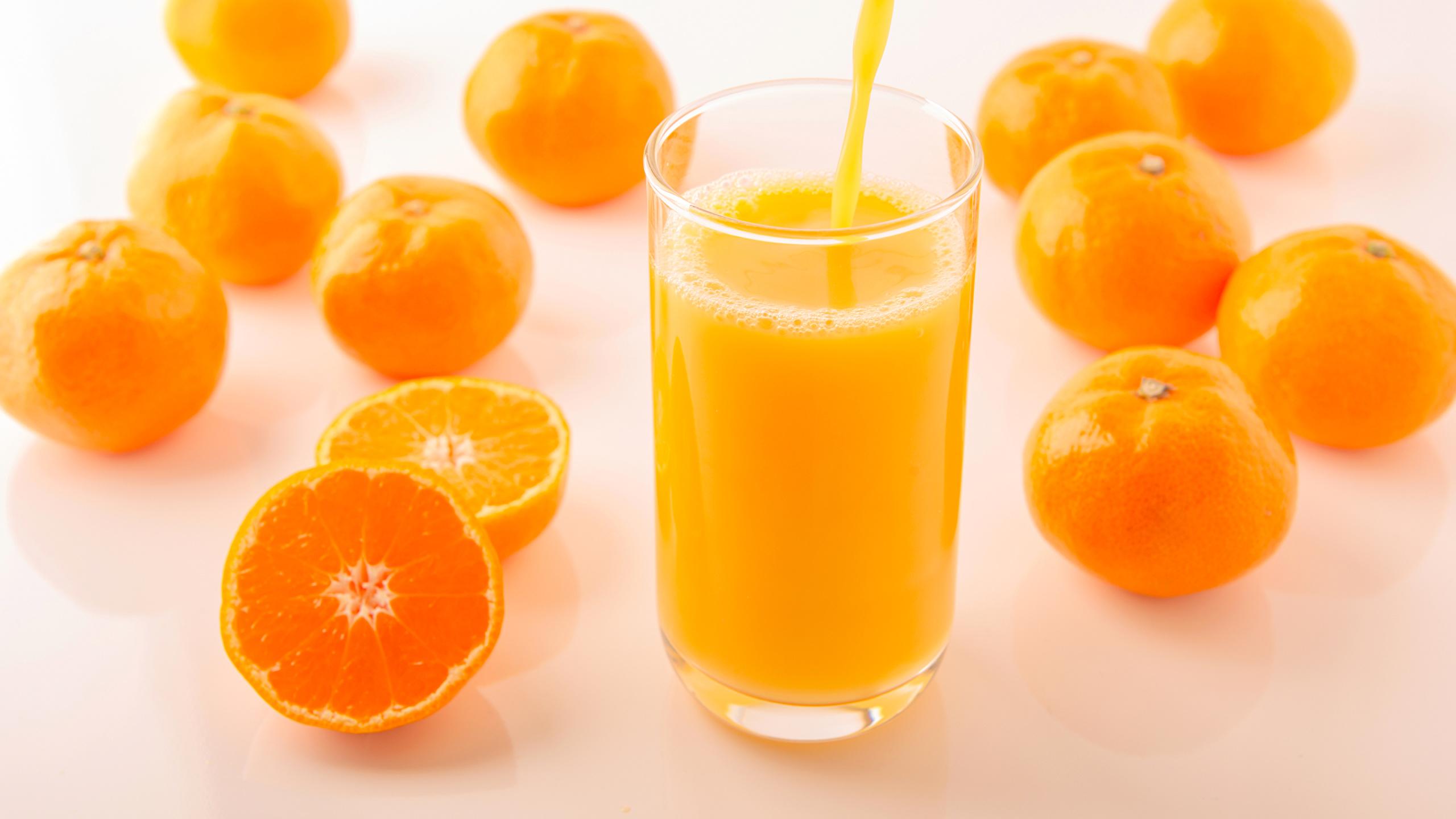 Обои для рабочего стола Сок Мандарины Стакан Еда 2560x1440 стакана стакане Пища Продукты питания