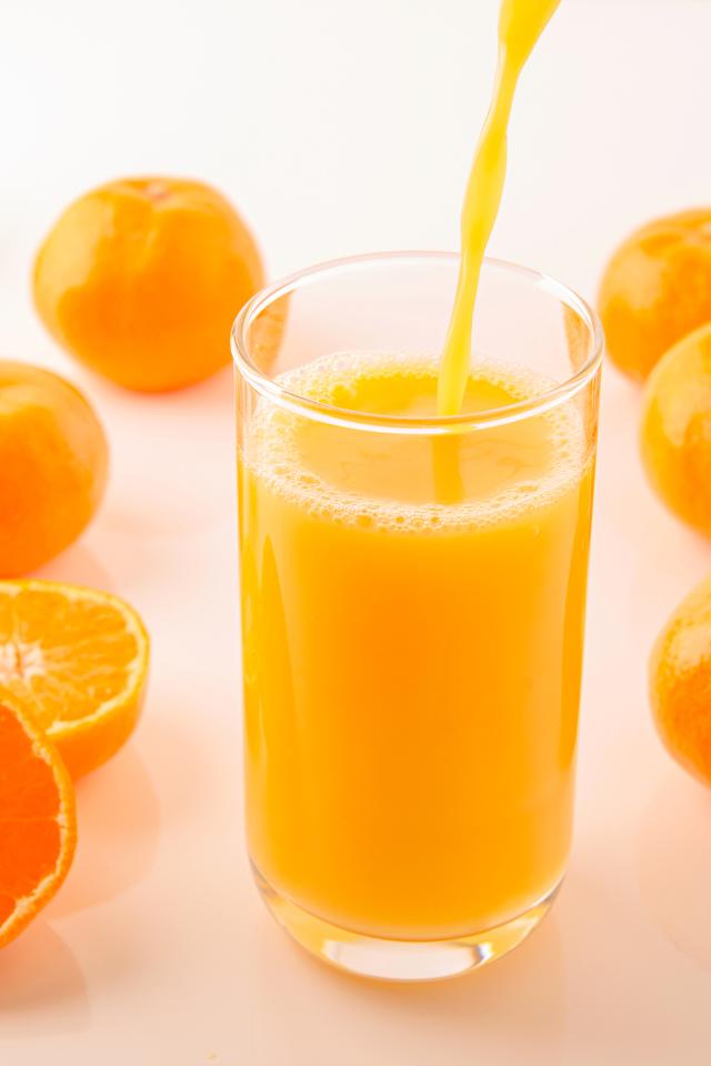 Обои Сок Мандарины Стакан Еда 640x960 стакана стакане Пища Продукты питания