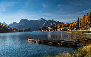 Фотография Италия Озеро Пирсы Дома Гора Лодки Осень Lake Misurina, Veneto
