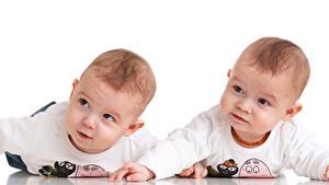 Фото Белый фон Грудной ребёнок Вдвоем Взгляд