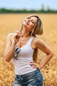 Фотографии Georgiy Dyakov Поля Блондинок Поза Улыбается Шортах Майка Очки Irina молодая женщина