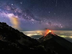 Фото Млечный Путь Горы Вулканы Ночью Guatemala, Akatenango