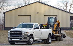 Фото Додж Пикап кузов Белый Металлик 2019 Ram 3500 Tradesman Regular Cab Chrome Appearance Package Dually Машины