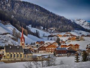 Обои Италия Зимние Горы Леса Здания Церковь Альпы Снег Деревня commune Gsies, South Tyrol