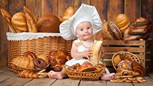 Фотография Выпечка Хлеб Булочки Младенцы В шапке Повара Дети
