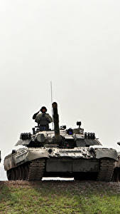 Картинки Танк Солдаты Втроем Российские Т-80U, Т-90A, Т-90C военные