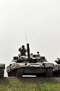 Картинки Танки Солдаты Втроем Российские Т-80U, Т-90A, Т-90C Армия