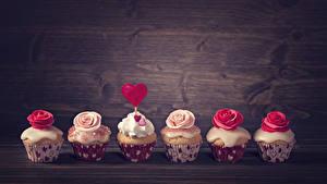 Фотография День всех влюблённых Сладкая еда Пирожное Розы Капкейк кекс Доски Сердце