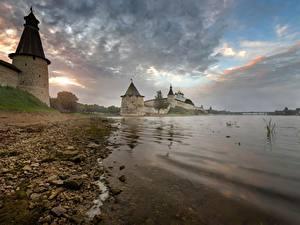 Обои Россия Крепость Камень Берег Реки Башня Pskov, Pskov Kremlin, Trinity cathedral, Pskov region Города