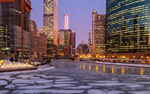 Фотографии Штаты Здания Реки Вечер Зима Чикаго город Лед Уличные фонари Города