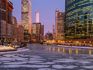 Фотографии Америка Здания Реки Вечер Зима Чикаго город Лед Уличные фонари Города