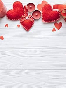 Обои для рабочего стола Свечи День всех влюблённых Сердечко Красная Доски Шаблон поздравительной открытки