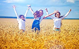 Фото Поля Колос Трое 3 Девочка Рука Счастливая Дети