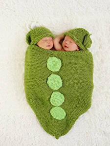 Картинки Младенцы 2 Шапка Спят Дети