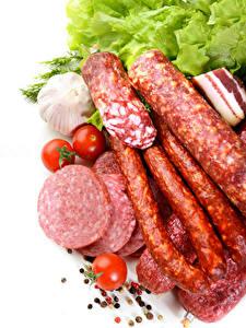 Фото Мясные продукты Колбаса Чеснок Томаты Белым фоном