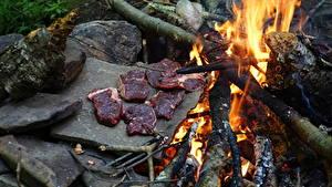 Обои Огонь Камни Мясные продукты Костры Кусочек