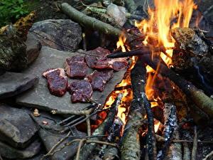Обои Огонь Камни Мясные продукты Костры Кусочек Еда