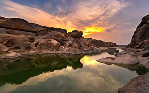 Картинка Таиланд Парки Рассветы и закаты Речка Скале Sampanbok natural stone park  Ubonratchathani Природа