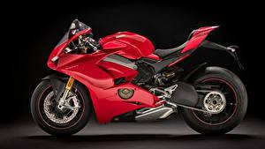 Фотография Ducati Черный фон Красный Сбоку 2018 Panigale V4 S Мотоциклы
