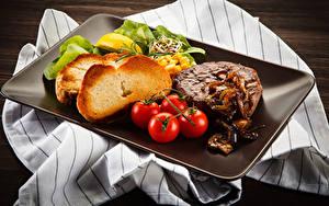 Обои Мясные продукты Хлеб Томаты