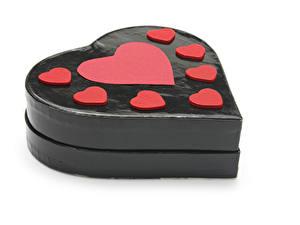 Картинка День святого Валентина Белый фон Подарки Сердечко