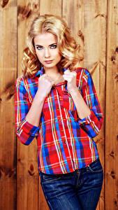 Обои Доски Блондинка Рубашка Руки Взгляд Девушки