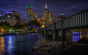 Обои Австралия Мельбурн Дома Речка Мосты Пристань В ночи Уличные фонари Города