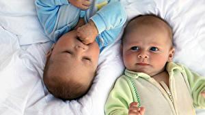Фотография Грудной ребёнок Вдвоем Смотрят
