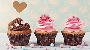 Фотографии День всех влюблённых Сладости Розы Капкейк кекс Втроем Сердечко Дизайн