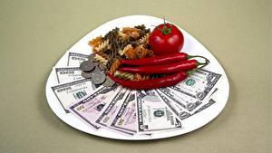 Картинка Доллары Купюры Деньги Помидоры Монеты Острый перец чили Тарелке Цветной фон Макароны Еда