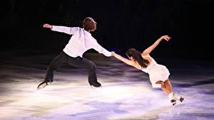 Фотографии Мужчина Лед Танцует Двое Спина Каток спортивные Девушки