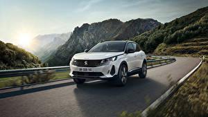Фотографии Peugeot Дороги Гора Движение Кроссовер Белые Металлик 3008 HYBRID4, 2020 машина Природа