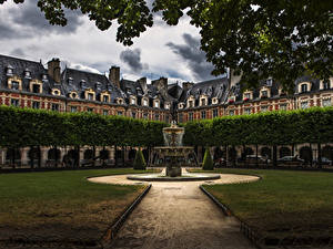 Картинки Франция Дома Парки Фонтаны Париже Газон Notre Dame город