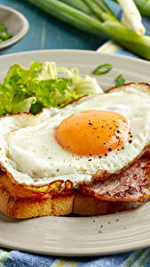 Картинки Мясные продукты Ветчина Тарелка Яичница Завтрак