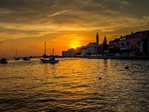 Фотографии Хорватия Рассвет и закат Причалы Катера Вечер Rovinj город