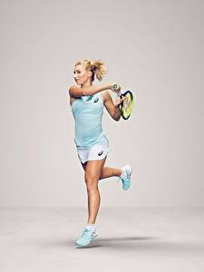 Картинка Теннис Бежит Сером фоне Ноги Australian WTA Daria Gavrilova спортивные Девушки