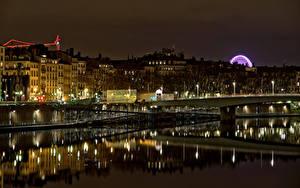 Обои для рабочего стола Франция Здания Речка Мосты В ночи Lyon Города
