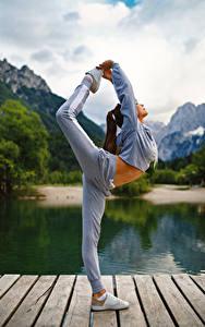Фотография Фитнес Гимнастика Физическое упражнение Ноги молодая женщина Спорт