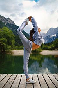 Фотография Фитнес Гимнастика Физические упражнения Ноги Девушки Спорт