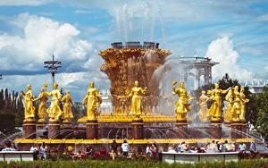 Картинки Москва Россия Фонтаны Скульптуры Парки Золотой Vdnkh, Fountain Friendship of peoples Города