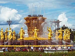 Картинки Москва Россия Фонтаны Скульптура Парки Золотой Vdnkh, Fountain Friendship of peoples Города