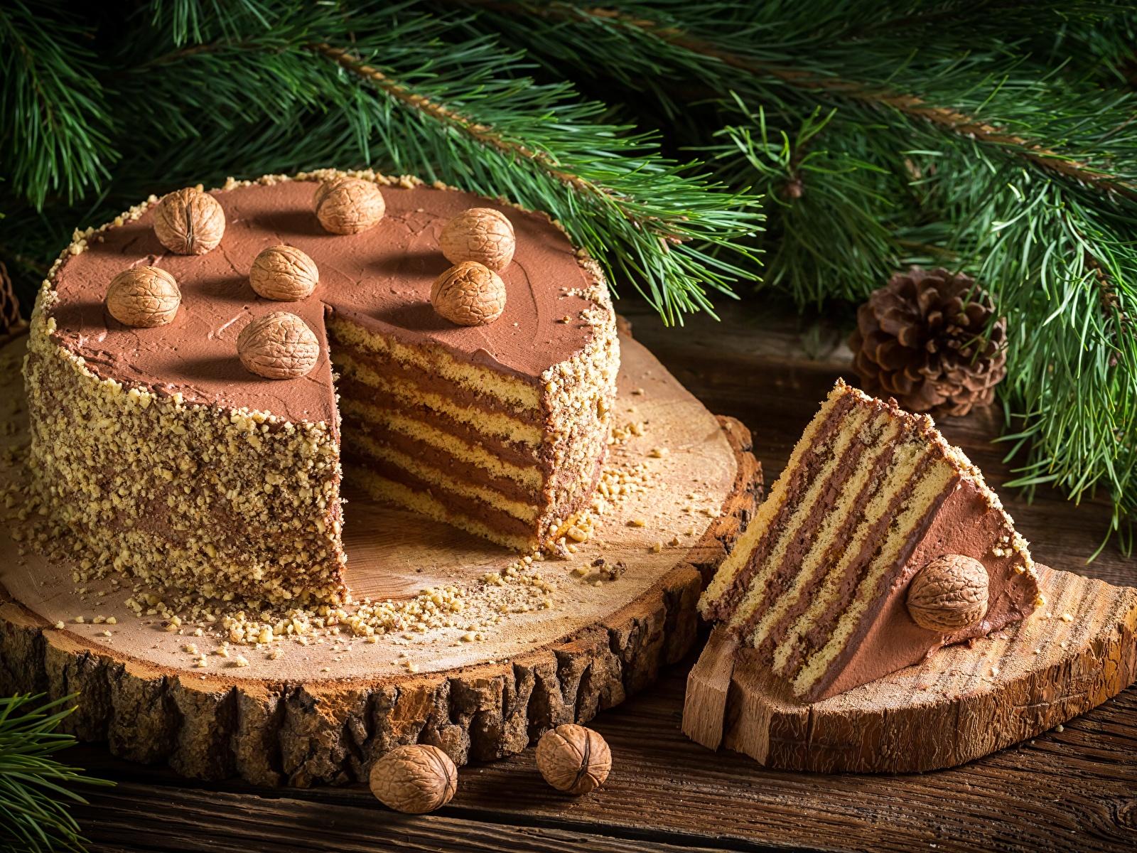 Обои Новый год Торты Кусок Продукты питания Орехи 1600x1200 Рождество часть Еда Пища