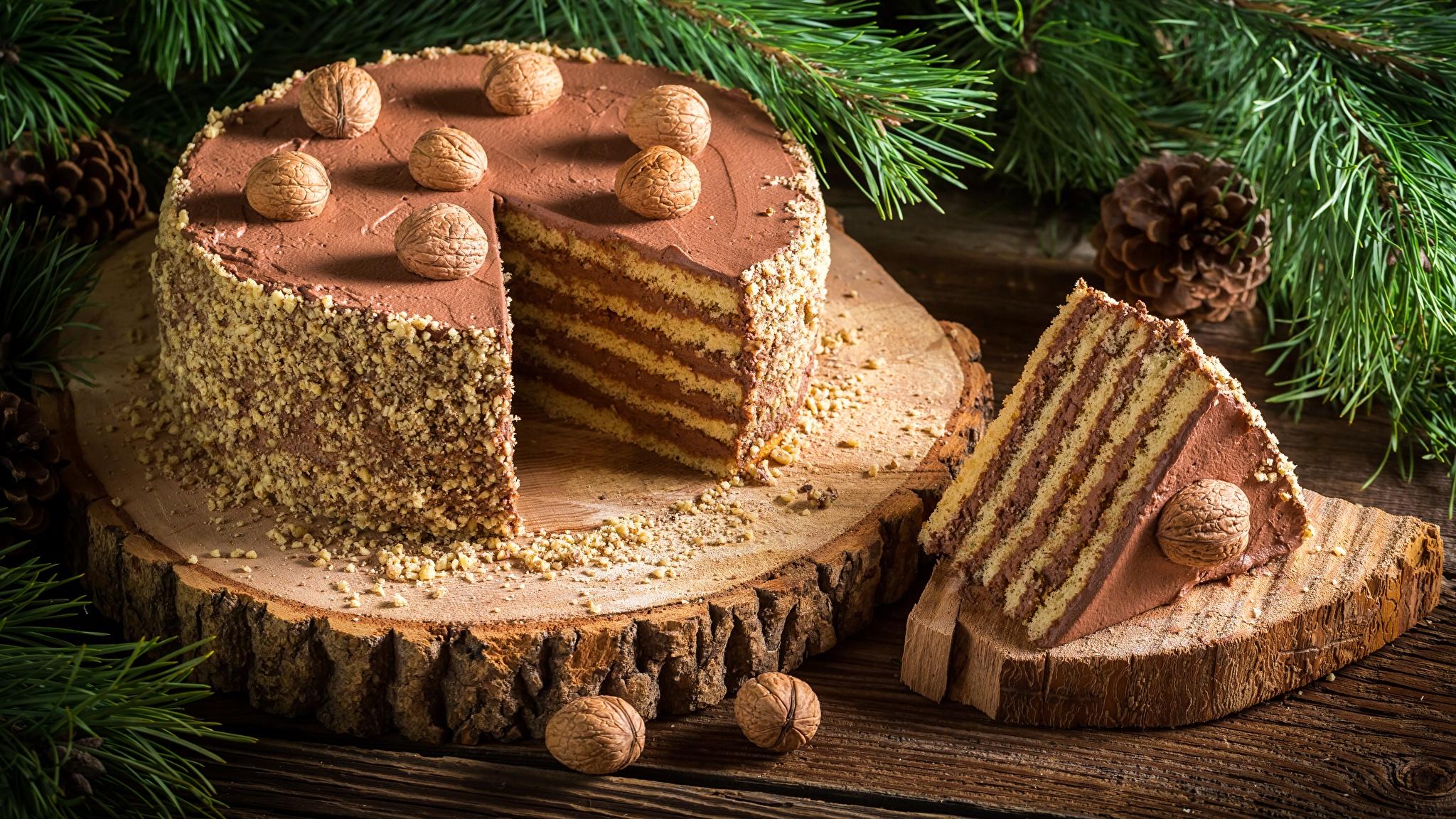 Обои Новый год Торты Кусок Продукты питания Орехи 2048x1152 Рождество часть Еда Пища